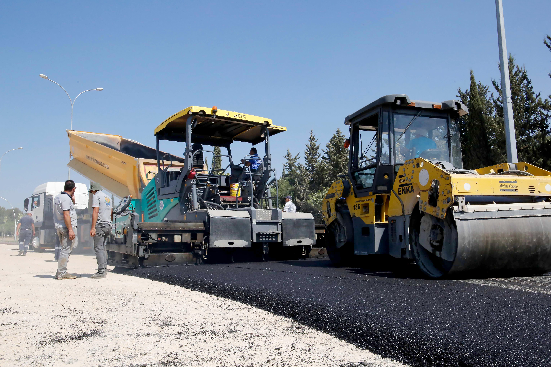 Adana Büyükşehir Belediyesi asfaltlama çalışmalarına aralıksız devam ediyor