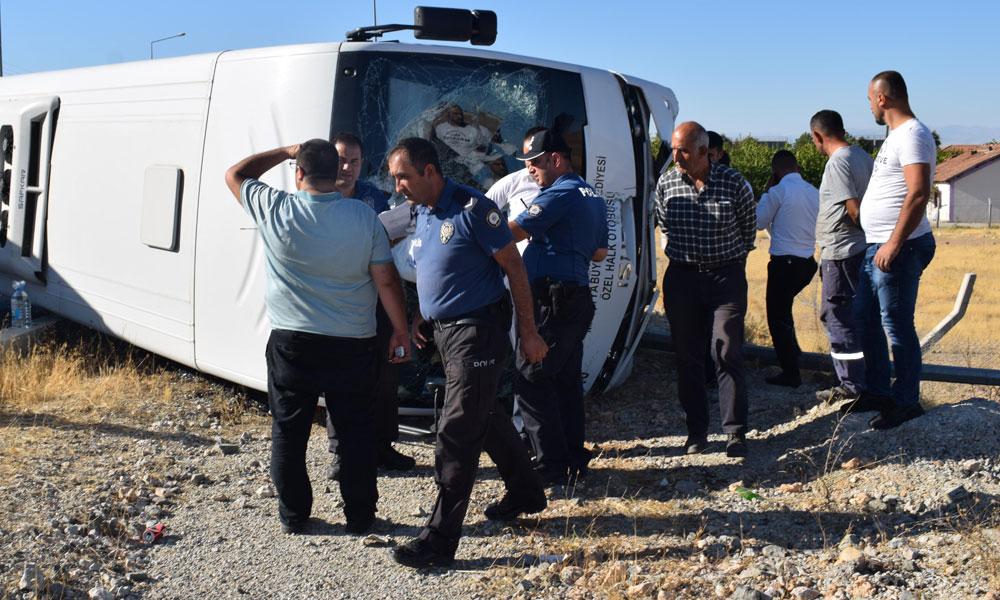 Özel halk otobüsü devrildi… Çok sayıda yaralı var!