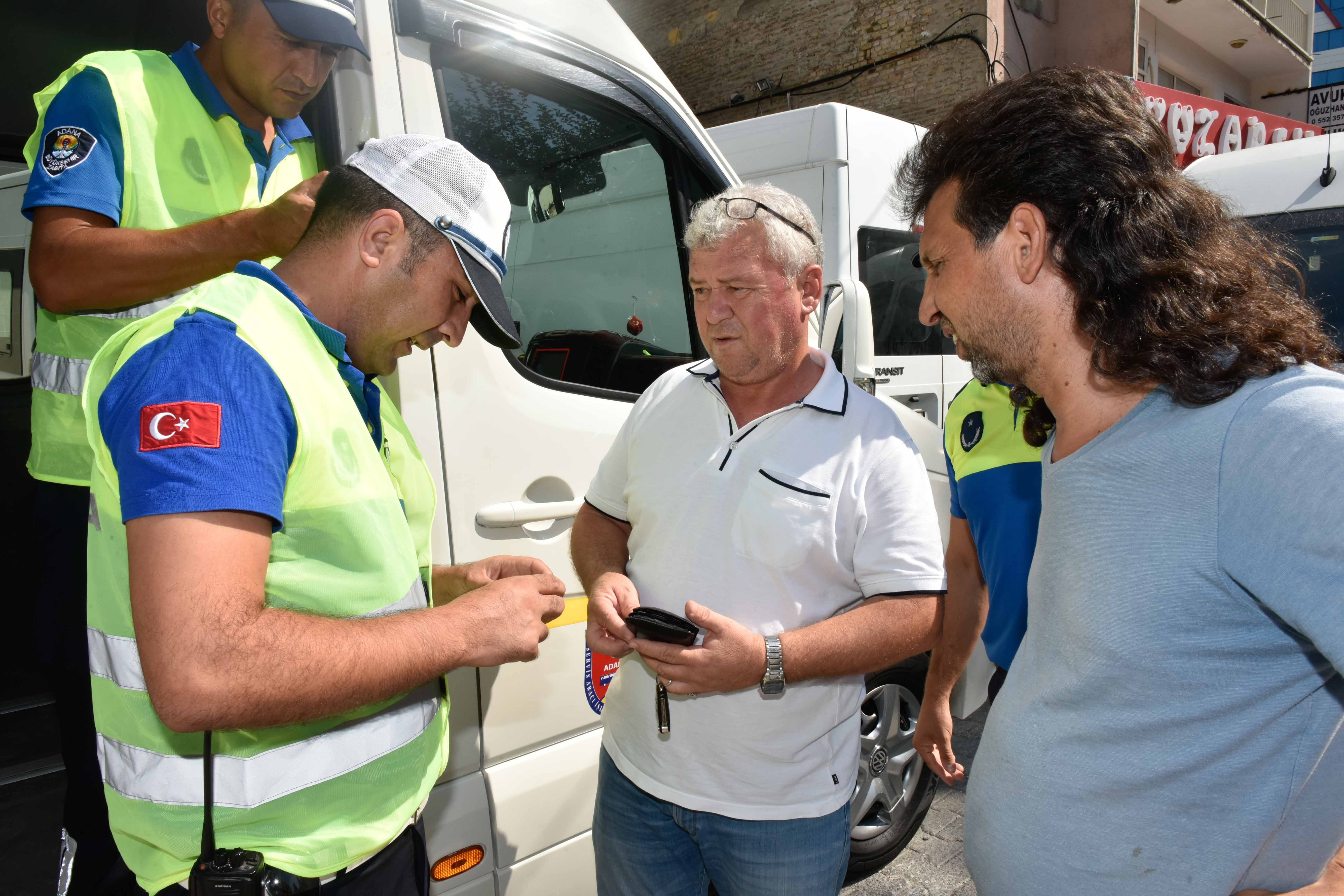Adana'da öğrencilerin can güvenliği için Büyükşehir zabıtası denetimleri arttırdı