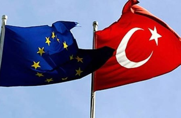 AB Türkiye Delegasyonu'nun yeni eğitim öğretim yılında paylaştığı 'Arapça' mesaja tepki yağdı!
