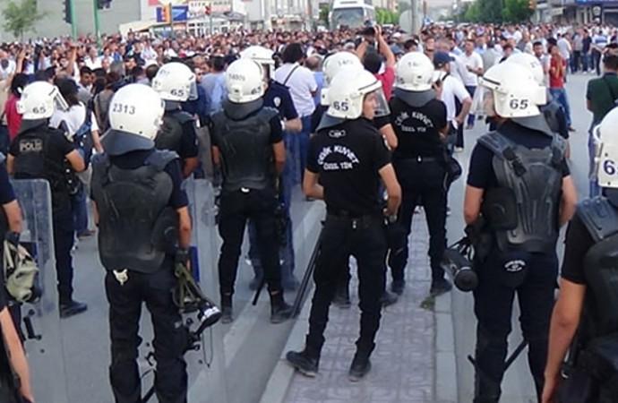 Türkiye, muhalefetin telefonlarını dinlemek için casus yazılım aldı iddiası