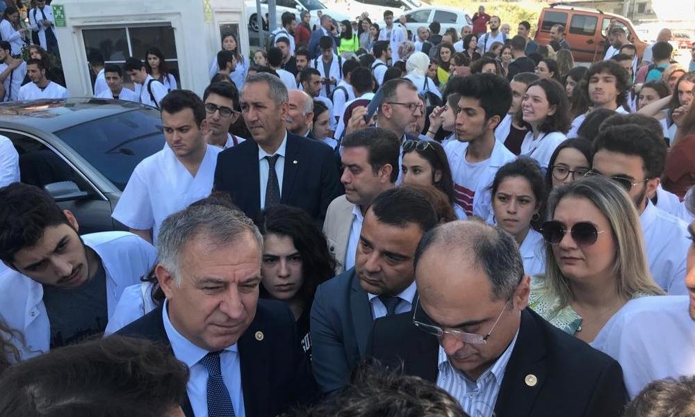 Çapa Tıp'ta deprem eylemi devam ediyor… Dekan Ak, çözüm için Erdoğan'ı işaret etti
