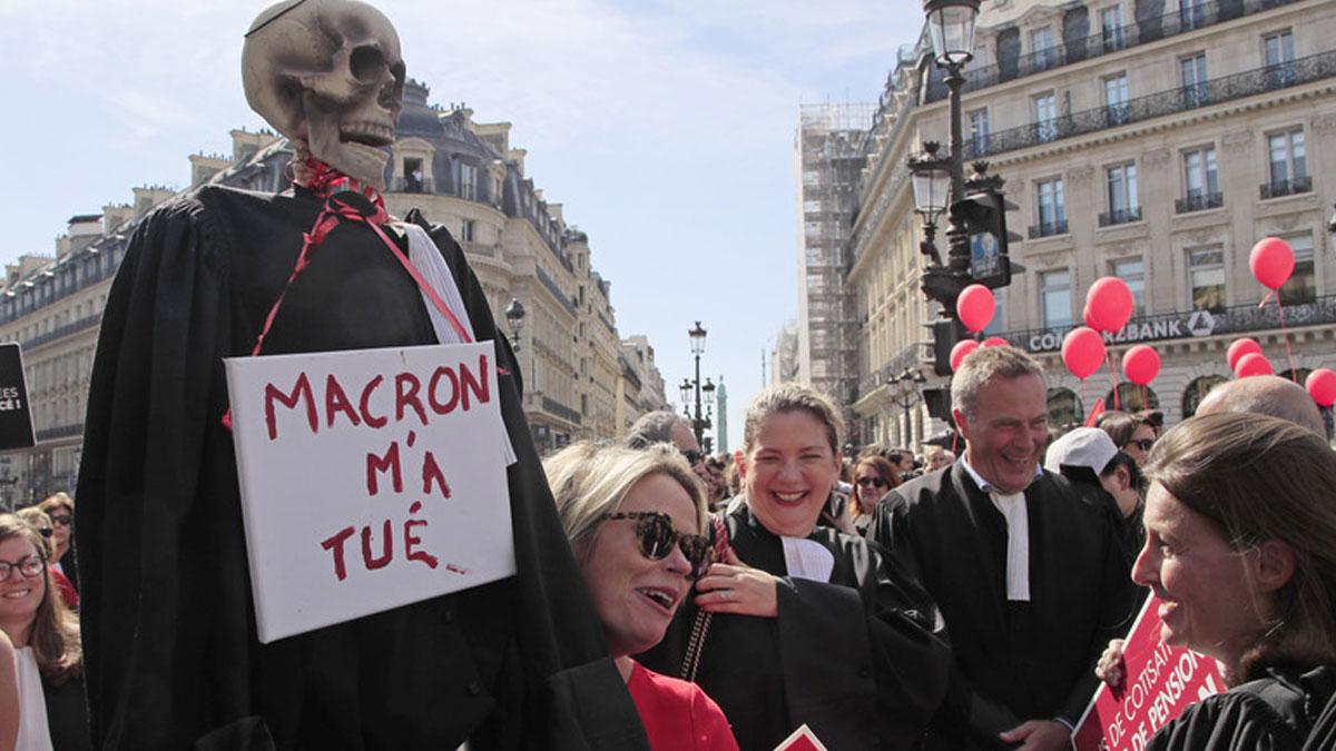 Fransa'da emeklilik yaşını 64'e çıkarmayı öngören reforma büyük tepki