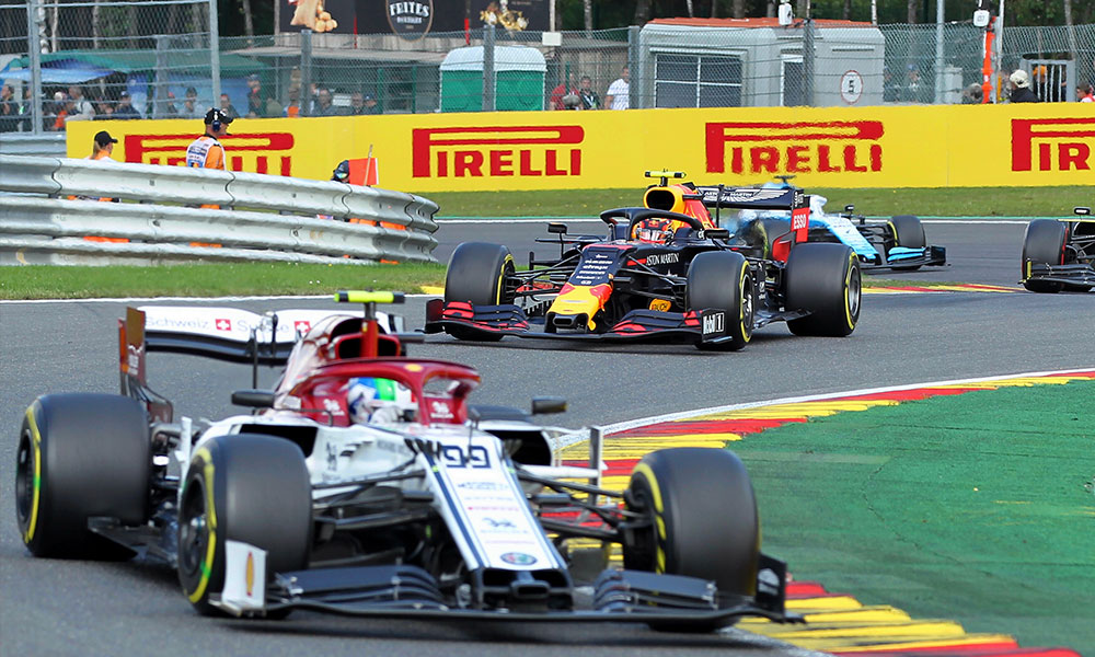 UEFA tüm maçları erteledi… Formula 1 iptal edildi!