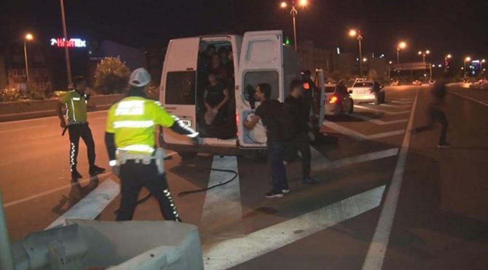 İstanbul'da kaçak göçmenler, silah çeken polislere aldırış etmeden kaçtılar