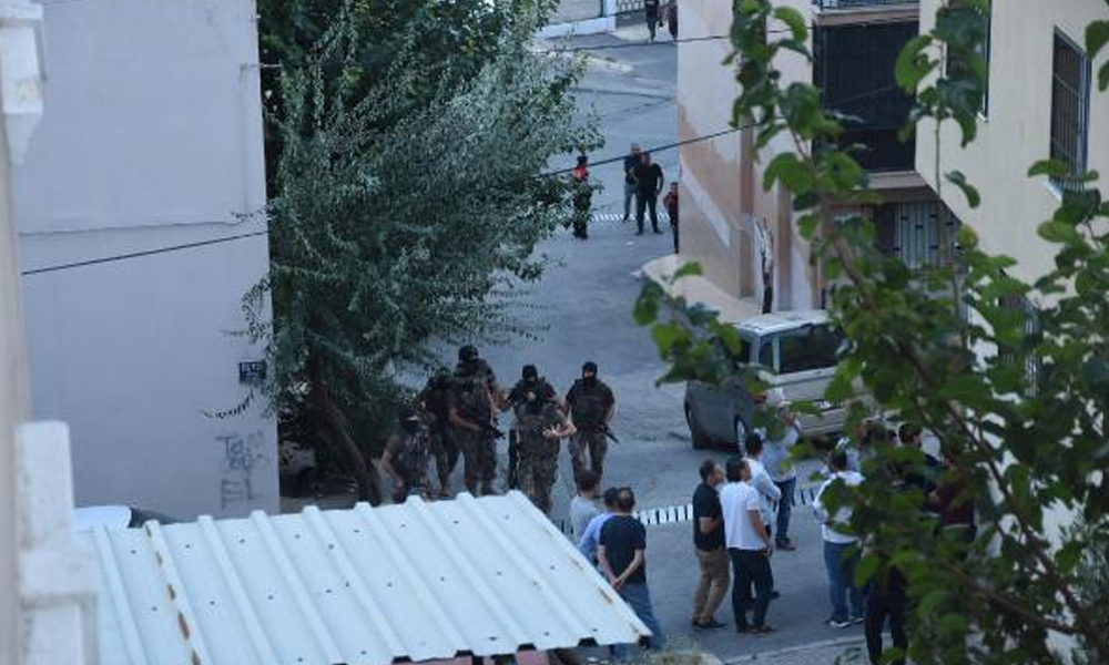 İzmir'de hareketli saatler! Havaya ateş açtı