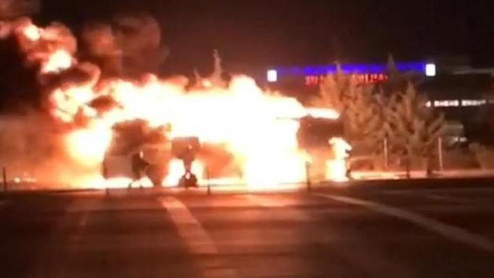 İzmir'de, faciadan dönüldü… Yolcu otobüsü alev alev yandı!
