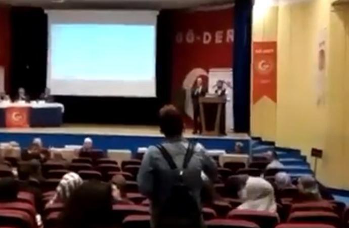 Kadın konuşmacısı olmayan 'Toplumsal Cinsiyet Eşitliği Problemleri' sempozyumu kadınlar tarafından protesto edildi