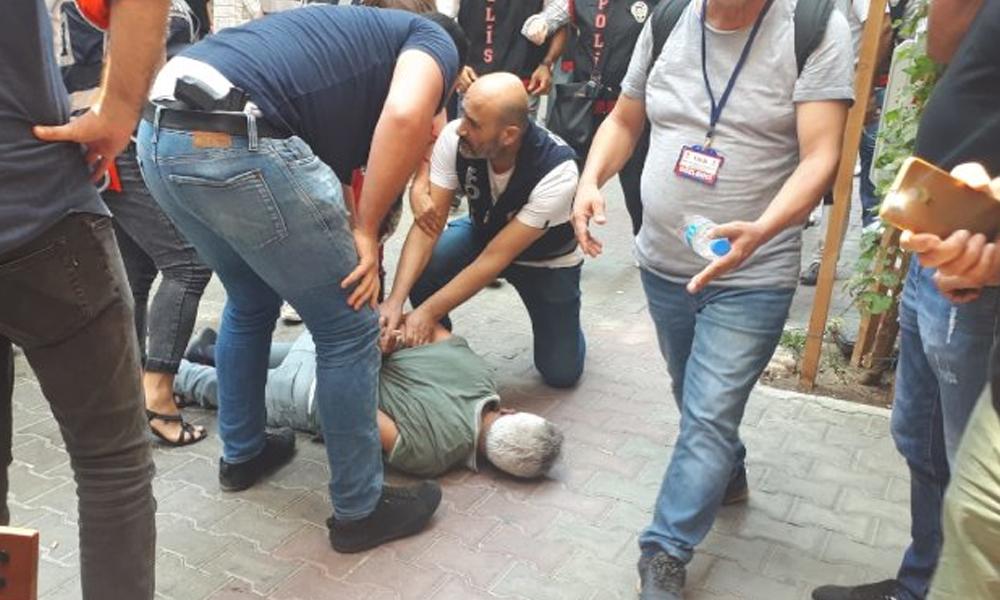 İzmir'de kayyum eylemine polis saldırısı! Polis, HDP'li Milletvekilini tekmeledi