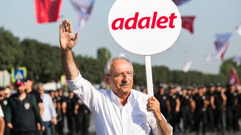 Kılıçdaroğlu özür dileyen 'tezek' eylemcisini affetti