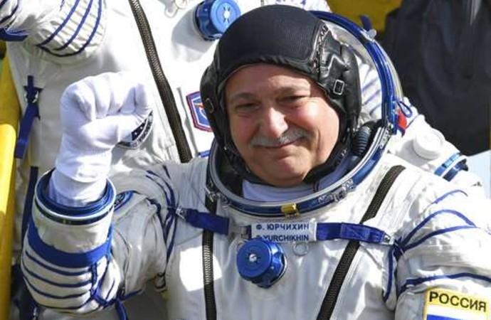 672 gün uzayda kalan kozmonot sağlık gerekçesiyle ihraç edildi