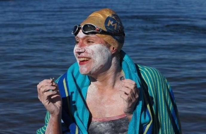 Manş Denizi'ni 4. kez geçen yüzücü: Rekoru kanserden kurtulan tüm kişilere adıyorum