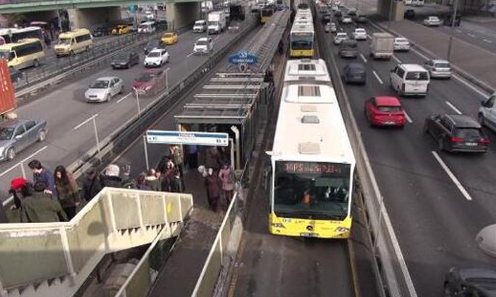 Haftasonu metrobüs seferleri arttırıldı
