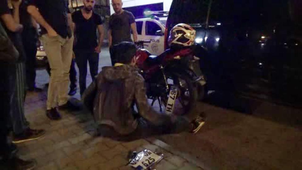 Öfkesinini alamayan şoför, önce otobüse sonra motosiklete defalarca çarptı