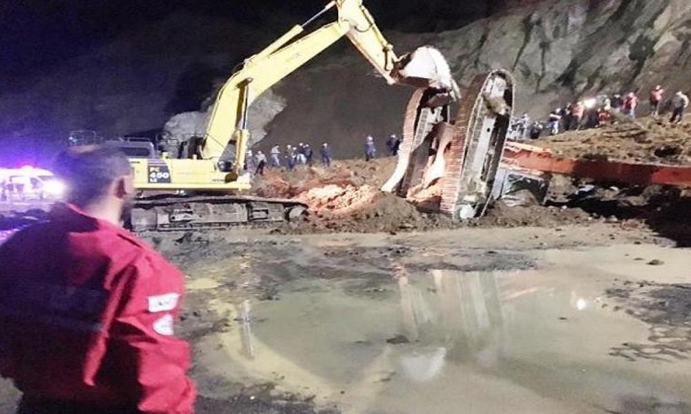 Rize'de havalimanı inşaatındaki heyelanda operatör öldü