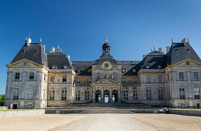 Tarihi şatoya giren hırsızlar, sahibini bağladılar ve 2 milyon Euro'luk eşya çaldılar!
