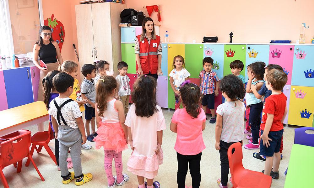 Çocuklar Seyhan Kreşlerinde emin ellerde