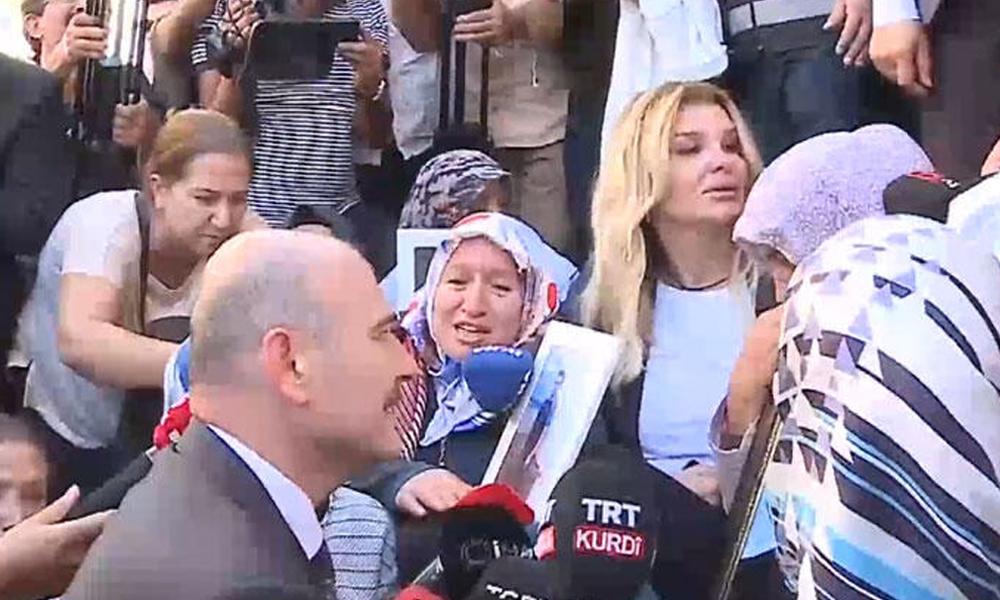 HDP binası önünde oturma eylemi yapan aileleri ziyaret eden Süleyman Soylu: Ayağınıza sağlık, Allah sizden razı olsun