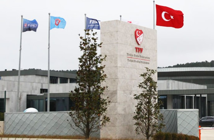 Kasımpaşa Başkanı Öksüz'den TFF'nin talimat değişikliğine sert tepki