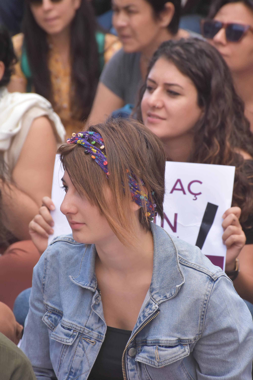 Kadınlar, cinayetlerin önlenmesi için oturma eylemi yaptı