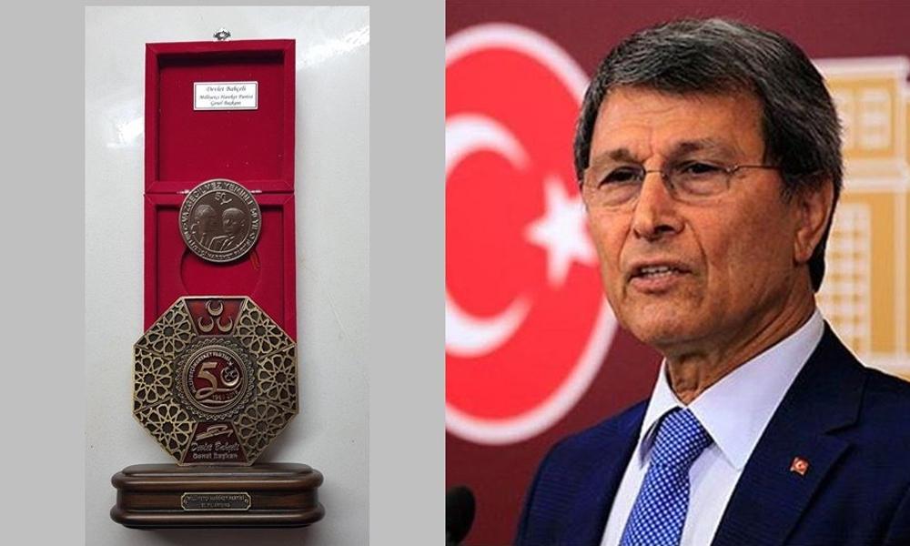 İYİ Parti'nin kurucuları arasındaydı… Devlet Bahçeli'nin partiden ihraç ettiği eski MHP'li isme dikkat çeken hediye