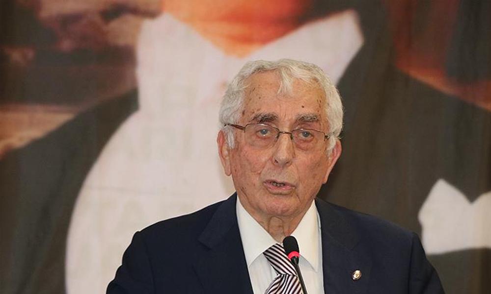 Eski bakan ve CHP milletvekili Ali Topuz yaşamını yitirdi
