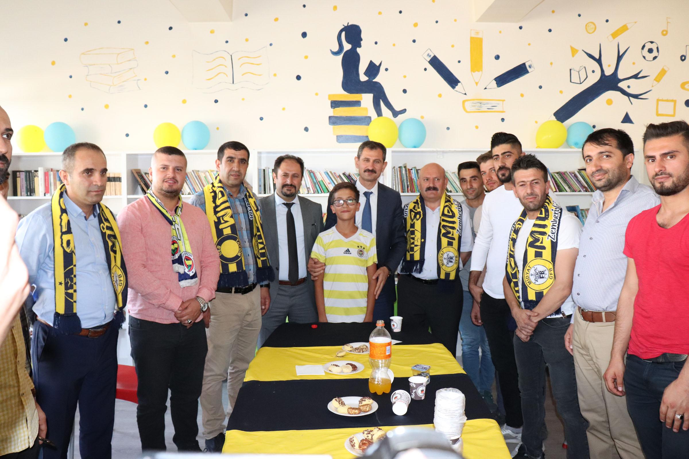 Genç Fenerbahçeliler, okula kütüphane kazandırdı