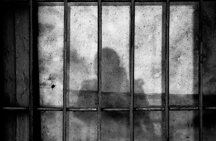 Tutuklulara 'adaba uygun' giyinmedikleri bahanesiyle disiplin cezası