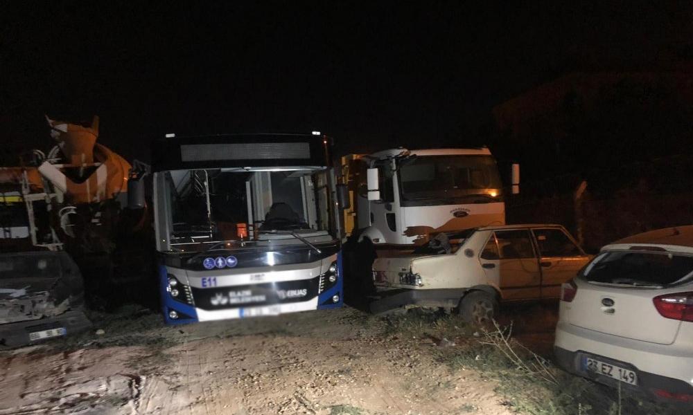 Borcunu ödeyemeyen AKP'li belediyede halk otobüsü bağlandı