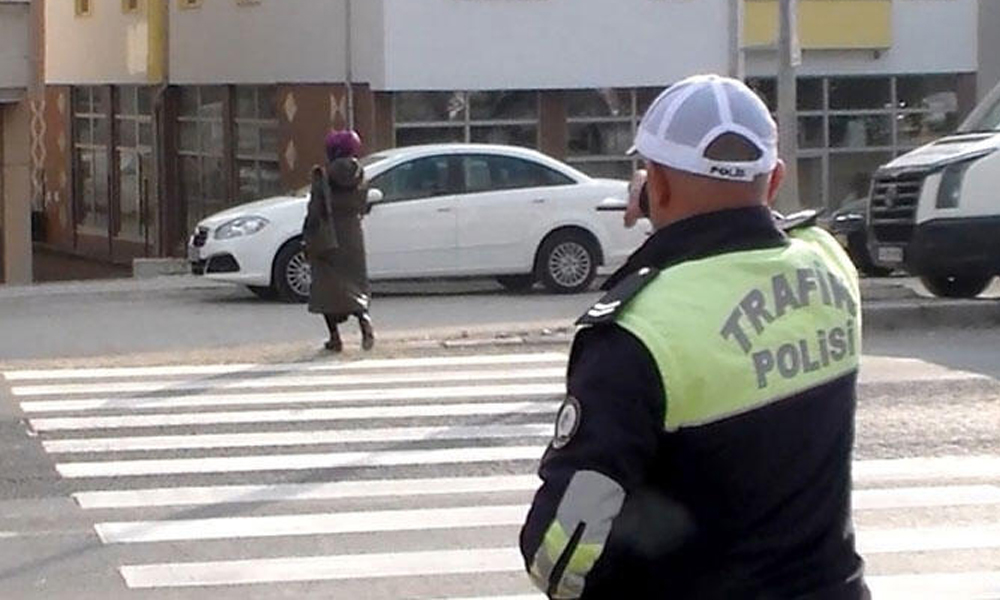 Yarın 200 bin polis sokağa çıkacak