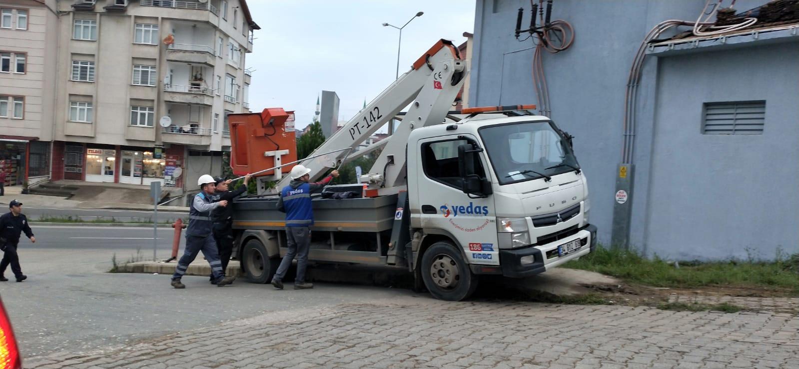 Boyadığı trafoda akıma kapılan işçi ağır yaralandı