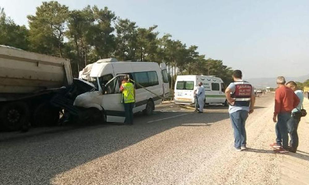 Akkuyu Nükleer Santrali'nde çalışan Rus mühendisleri taşıyan minibüs kaza yaptı: 2 ölü, 11 yaralı