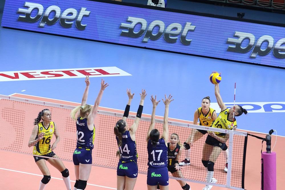 Fenerbahçe Opet, VakıfBank'ı 3-0 mağlup etti