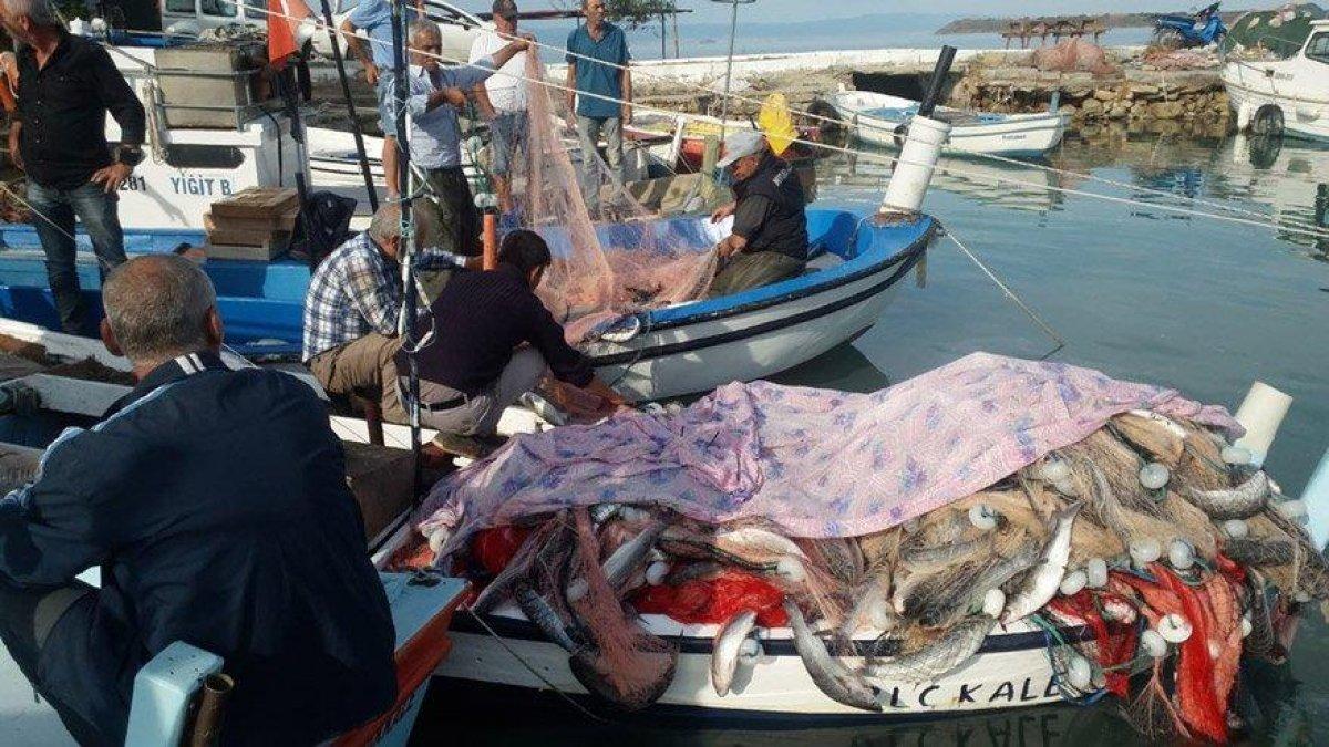 Yedi metrelik teknesiyle bir buçuk ton balık tuttu