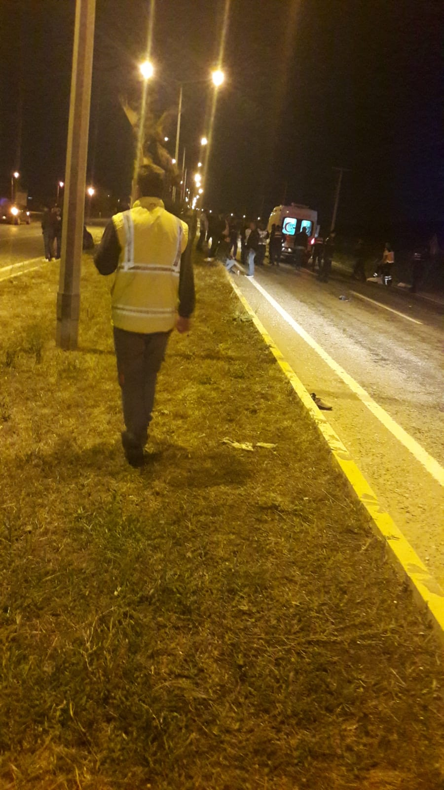 Çanakkale'de, yol kenarında otobüs beklerken otomobil çarpan 3 kadın öldü