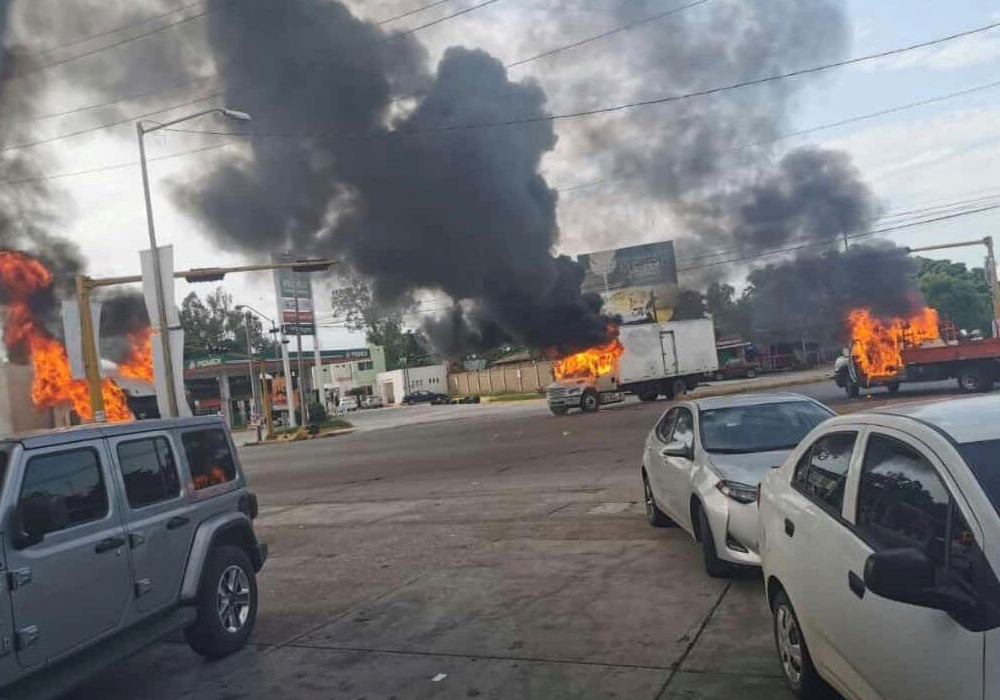 Meksikalı uyuşturucu baronu El Chapo'nun oğlu için sokaklar ateşe verildi, polis çekilmek zorunda kaldı