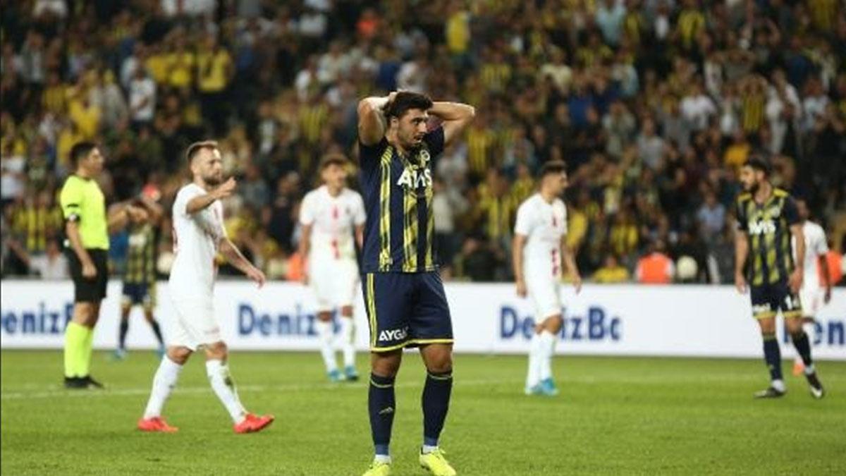 Fenerbahçe evinde mağlup oldu! Hakem kararları tartışma yarattı…
