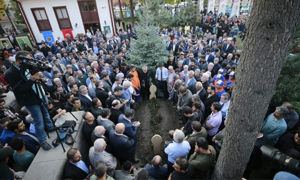 Muhsin Yazıcıoğlu'nun mezarı da orada… Atatürk'e hakaret eden Nuri Pakdil'in neden Taceddin Dergâhı'nda defnedildiği ortaya çıktı?
