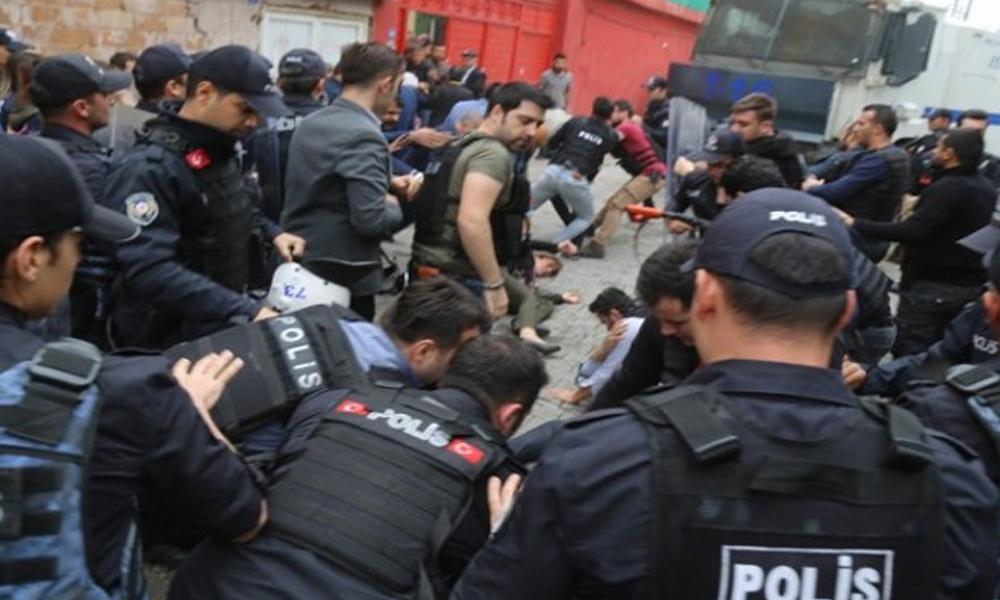 Cizre'de kayyum protestosuna polis saldırısı: HDP'li başkan ve milletvekili hastaneye kaldırıldı