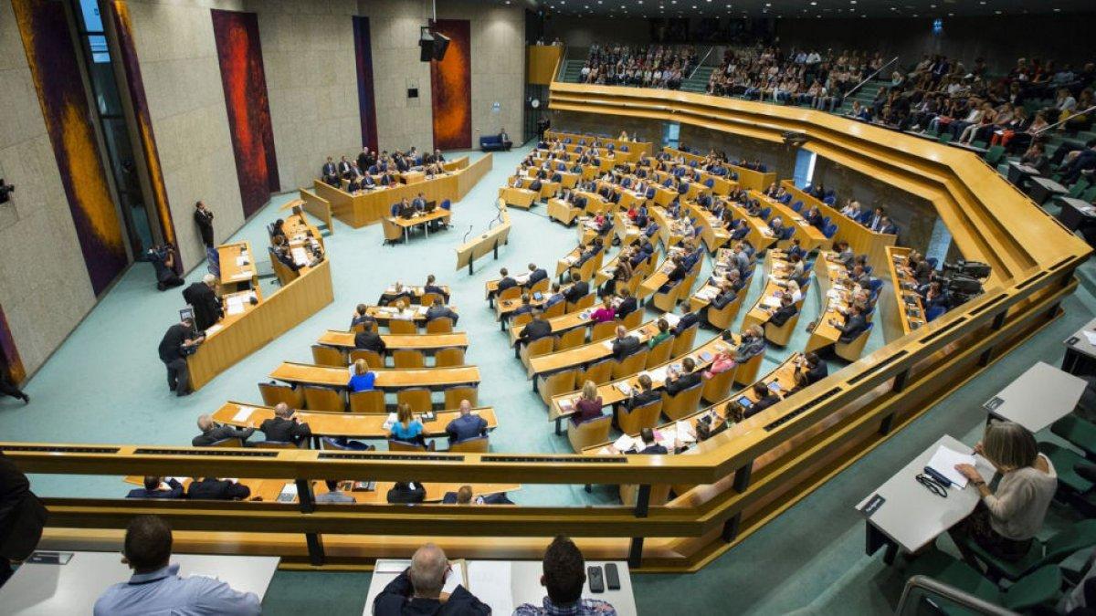 Hollanda'da koalisyon, Mecliste çoğunluğu kaybetti