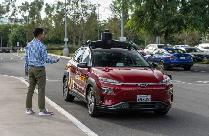Hyundai otonom araçlarla taksi servisi vermeye başlıyor