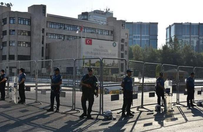 Kayapınar Belediye Eş Başkanı Kezban Yılmaz ile Kocaköy Belediye Eş Başkanı Rojda Nazlıer tutuklama talebiyle mahkemeye sevk edildi
