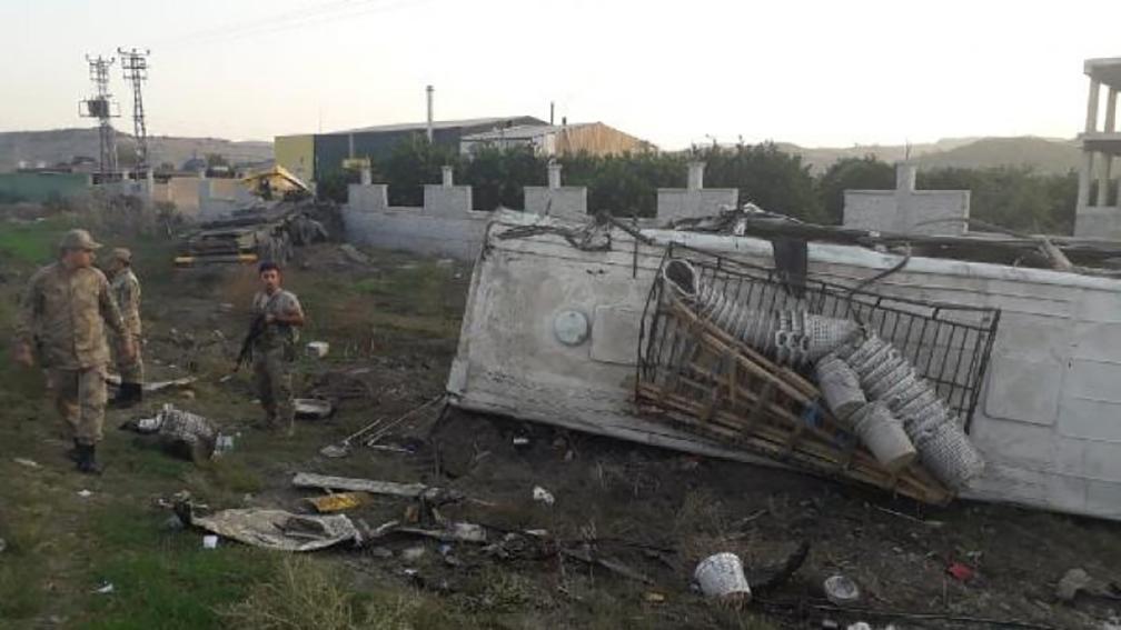 Tarım işçilerini taşıyan midibüsle TIR çarpıştı: Çok sayıda yaralı