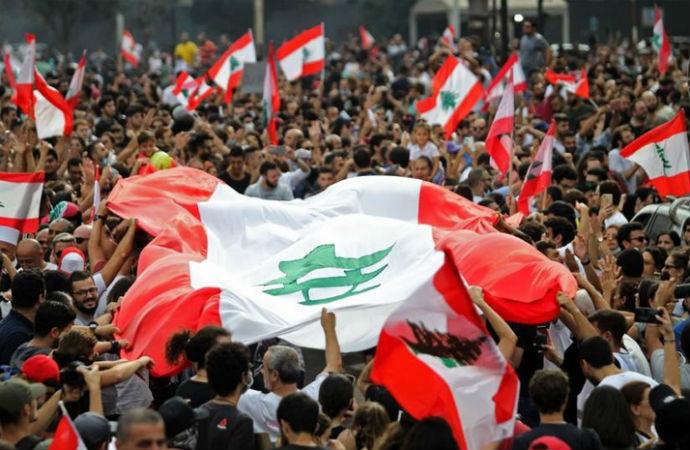 Lübnan'da halk sokaklarda: Biriken krizler ve başarısızlıkların neticesi