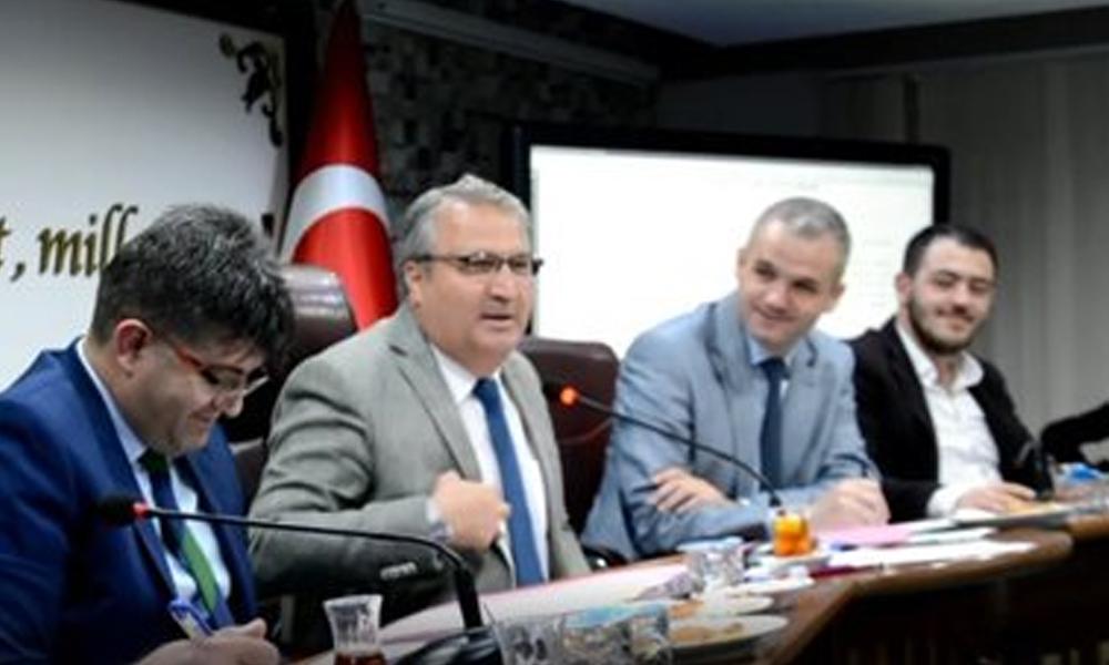 AKP'li Başkan; Kamer Genç'in Fethullah Gülen eleştirisine tepki gösterdi, Meclis karıştı!
