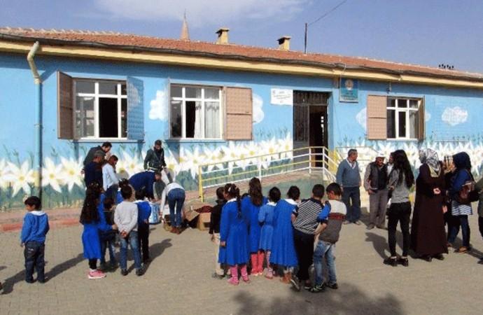İmam hatip ısrarı eğitim sistemini bitiriyor: Öğrenciler oturacak sıra bulamayabilir