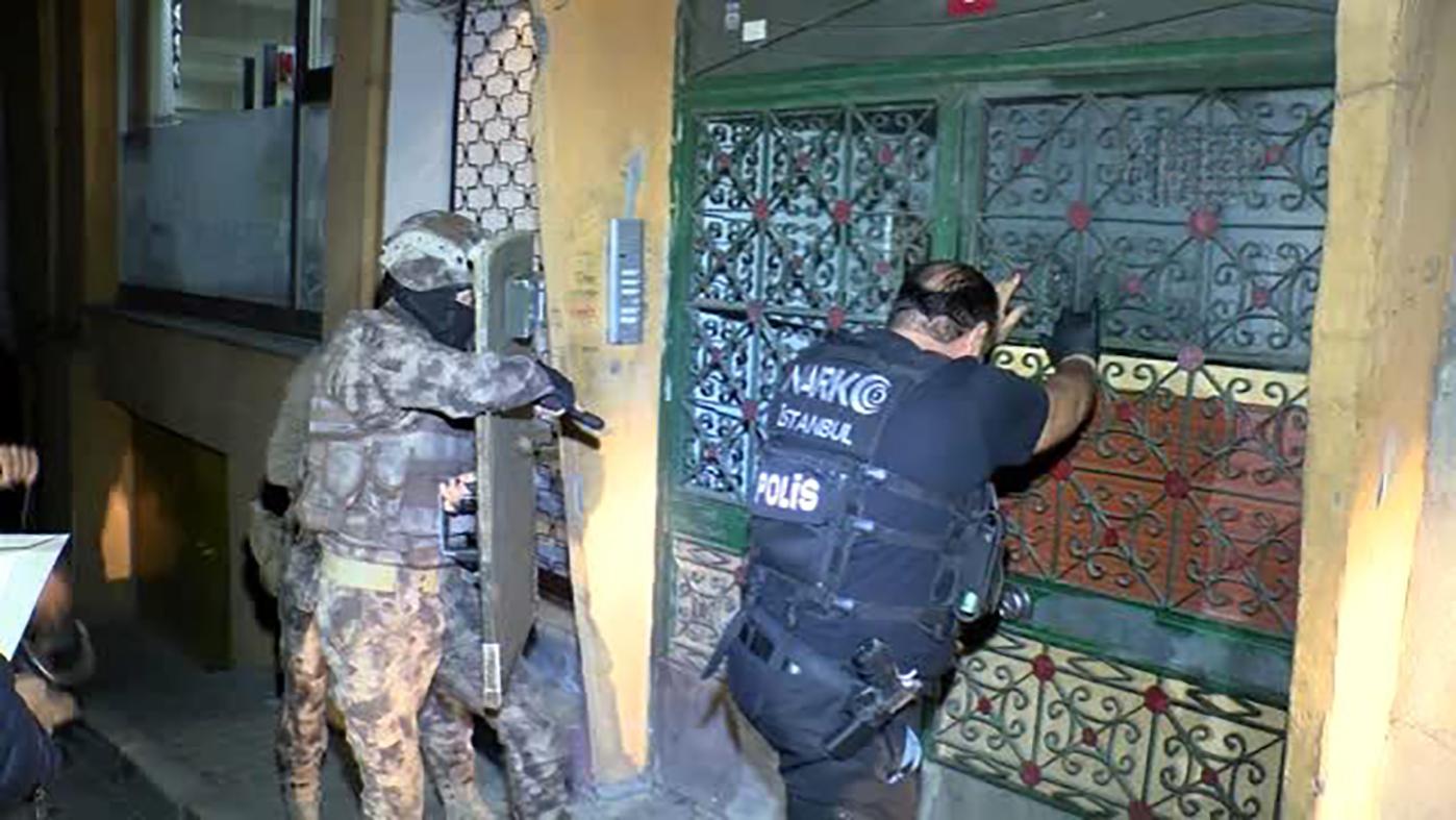 İstanbul'da şafak operasyonu: 31 gözaltı