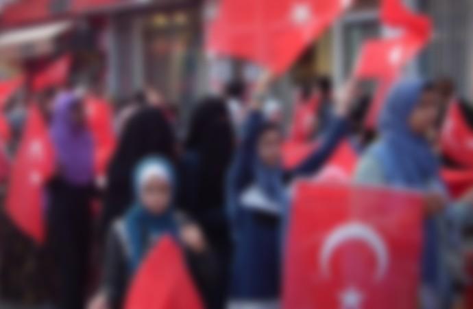29 Ekim kutlamalarında peçe ve çarşaf giydirilen kız çocukları yürüdü