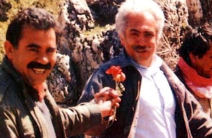 Abdullah Öcalan'dan çiçek alan Doğu Perinçek fotoğrafı yorumladı:Teslim almaya gitmiştim