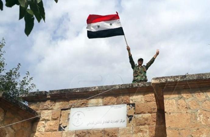 Kobani'ye yıllar sonra ilk kez Suriye bayrağı çekildi!